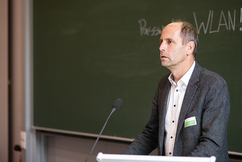 Prorektor Forschung Prof. Tobias Zschunke eröffnet die Veranstaltung